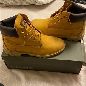Classic wheat timberland boots in box